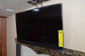 32 inch 110 LED Smart TV Bedroom