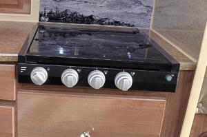 3 Burner Cooktop (Del Oven) – No Charge
